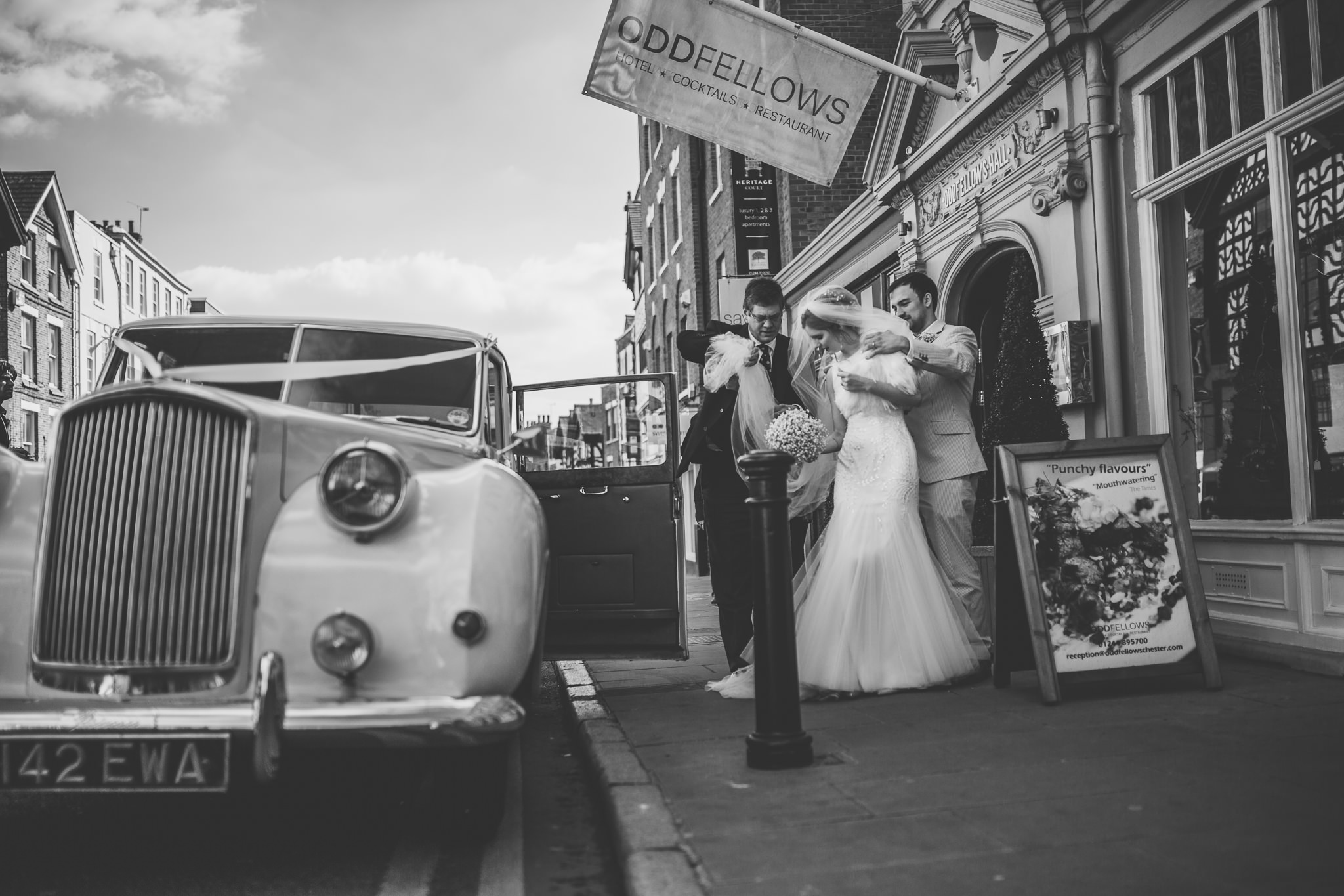Chester-Cheshire-Creative-natural-wedding-photography-90053