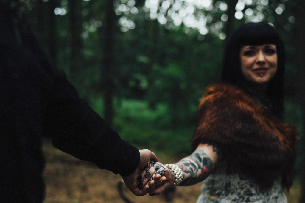 mapperley-farm-punk-wedding-elvis-94002