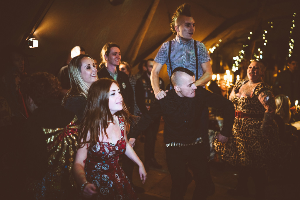 mapperley-farm-punk-wedding-elvis-94025