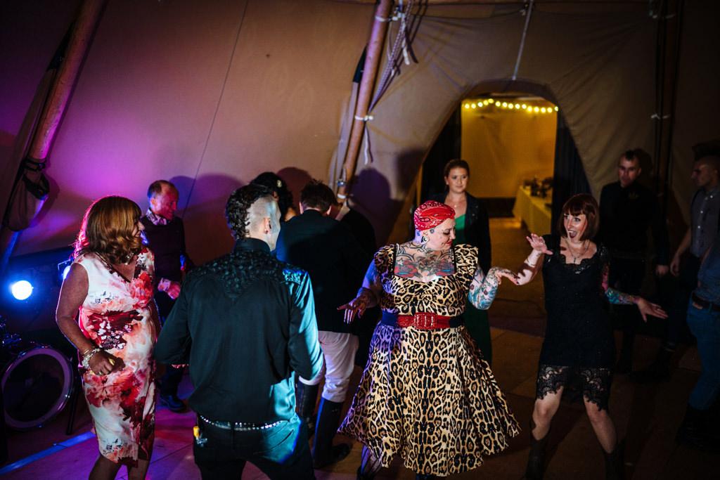mapperley-farm-punk-wedding-elvis-94049