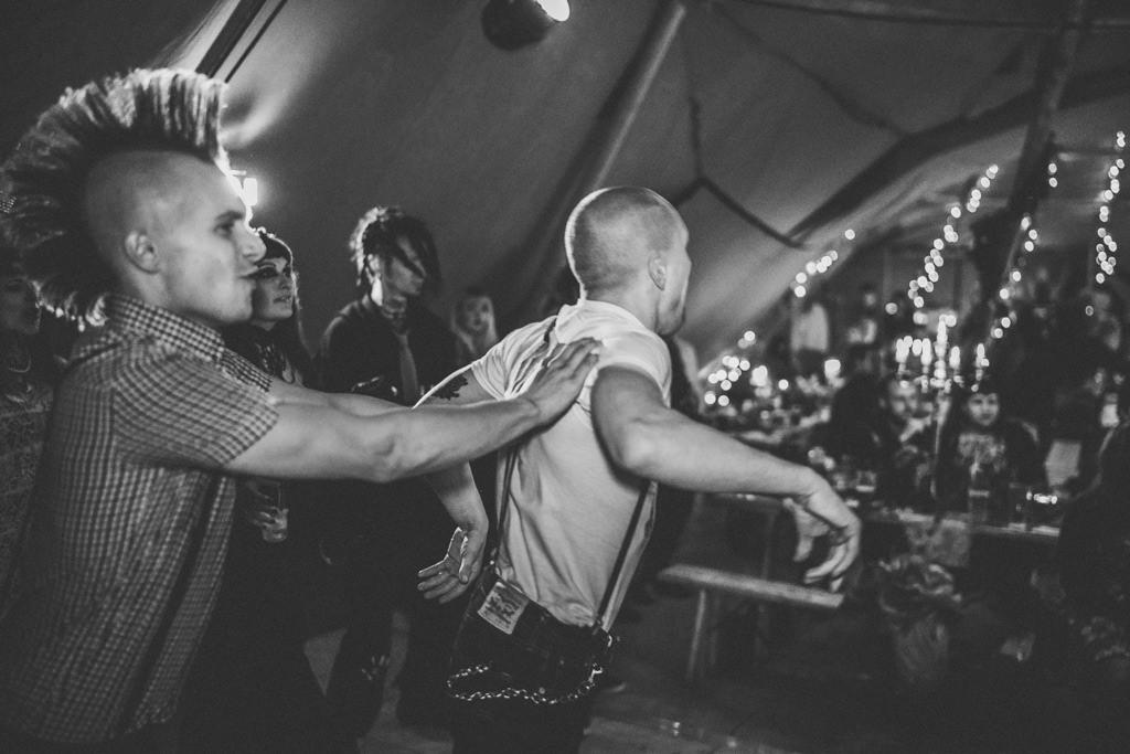 mapperley-farm-punk-wedding-elvis-94051