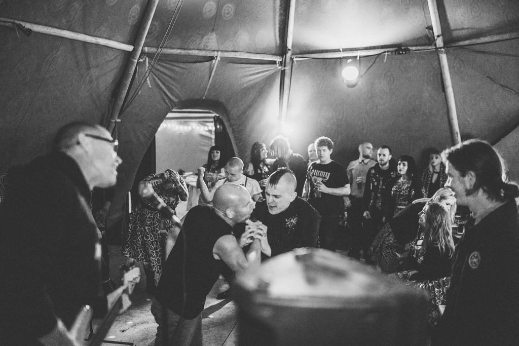 mapperley-farm-punk-wedding-elvis-94053