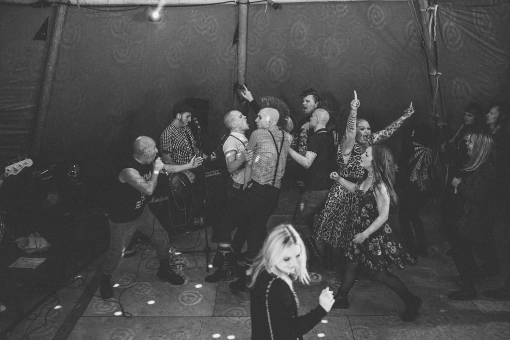 mapperley-farm-punk-wedding-elvis-94056