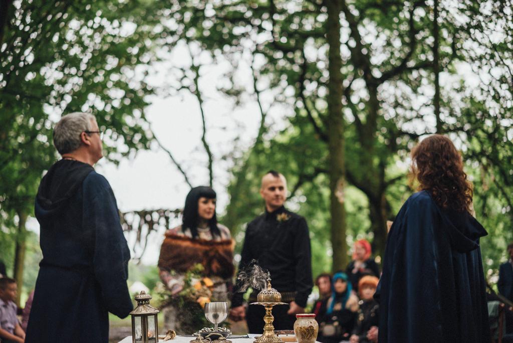 mapperley-farm-punk-wedding-elvis-94059