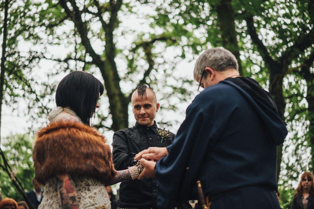 mapperley-farm-punk-wedding-elvis-94067