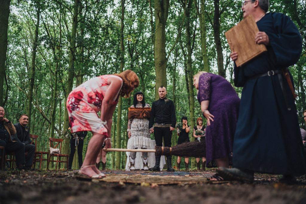 mapperley-farm-punk-wedding-elvis-94079