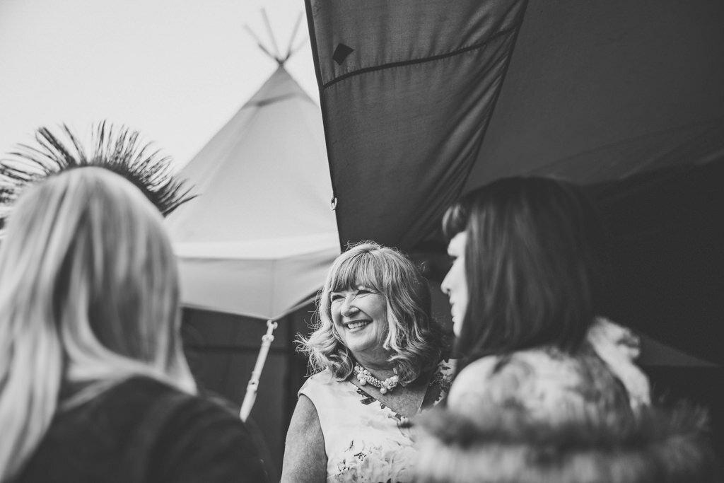 mapperley-farm-punk-wedding-elvis-94095