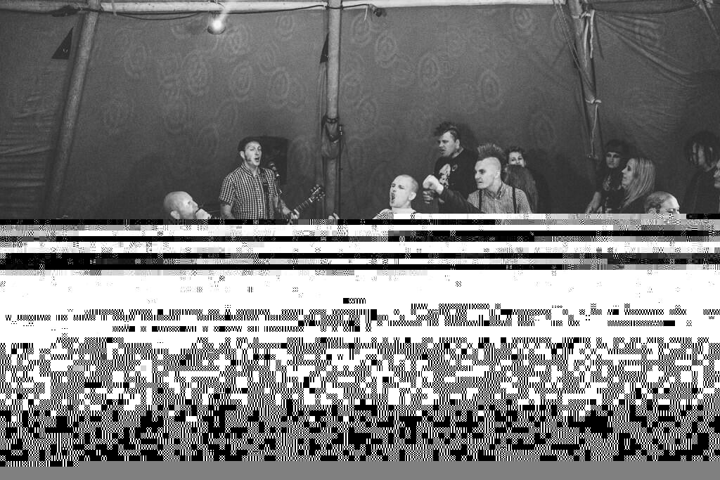 mapperley-farm-punk-wedding-elvis-94096