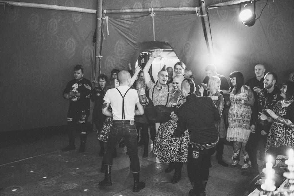 mapperley-farm-punk-wedding-elvis-94102