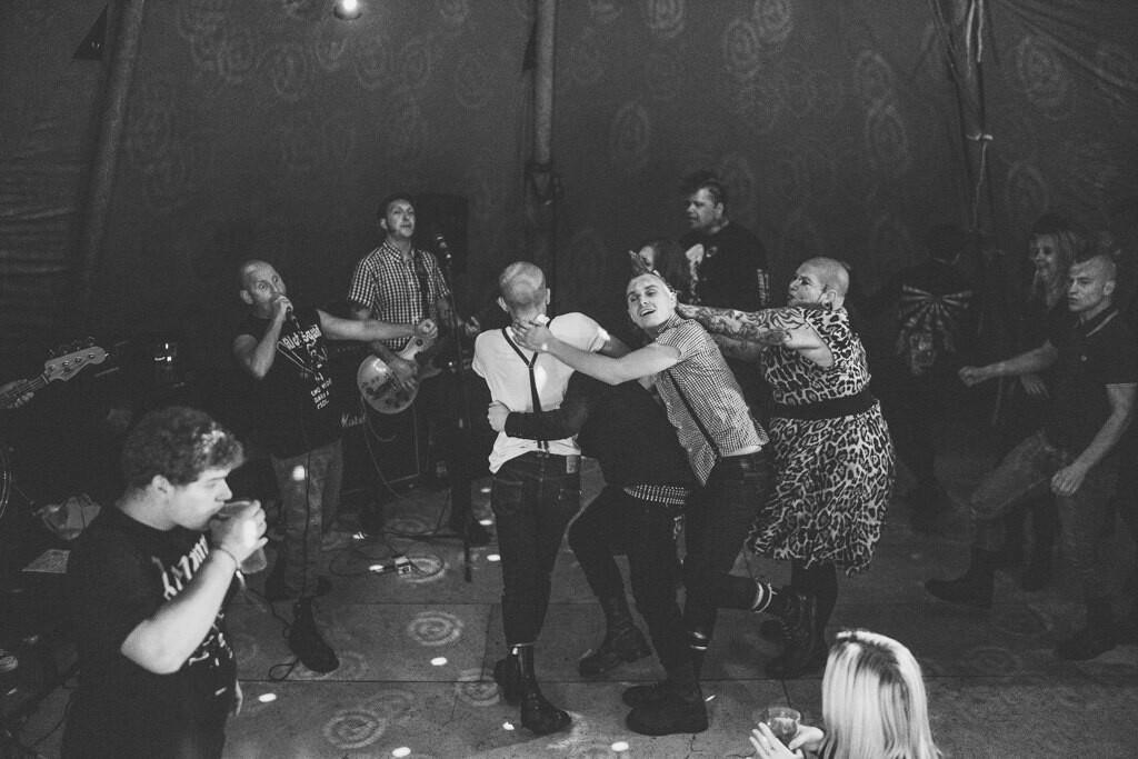 mapperley-farm-punk-wedding-elvis-94108