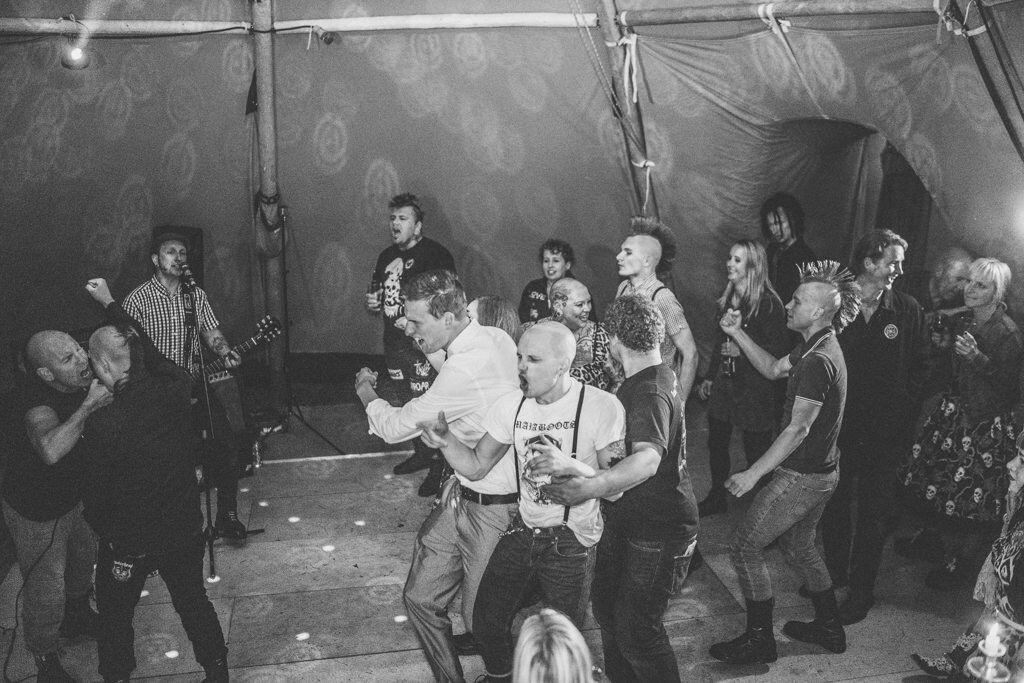 mapperley-farm-punk-wedding-elvis-94110